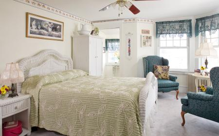 Pansy Room with queen bed & private porch