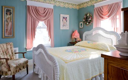 Queen Anne Lace Room with queen bed